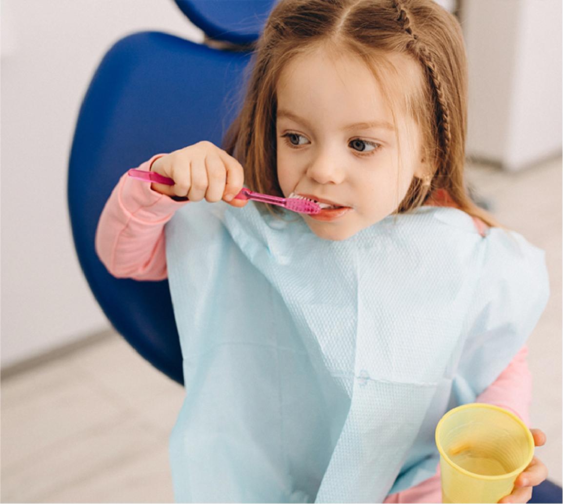 Niña en el dentista